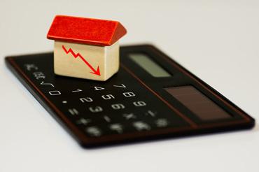 Ceny hypoték stále klesají